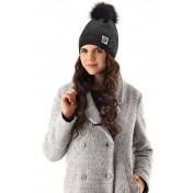 Dievčenská čiapka pletená 3 D čierna